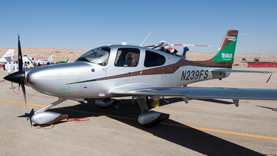 A picture of N239FS - Cirrus SR22 - [4241] - © AirlinerSpotter