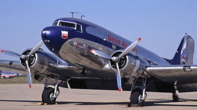 N16070 - Douglas DC-3 - United Airlines