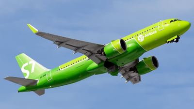 A picture of VQBRB - Airbus A320271N - S7 Airlines - © Arkady Perevoznikov