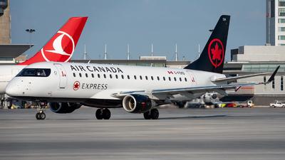 A picture of CFEKD - Embraer E175SU - Air Canada - © Kevin Sung