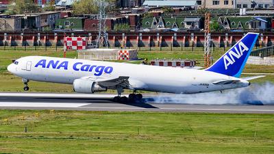 A picture of JA8358 - Boeing 767381(ER)(BCF) - All Nippon Airways - © MingyaoLeonardo