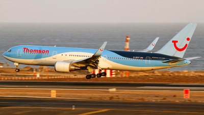 G-OBYF - Boeing 767-304(ER) - Thomson Airways