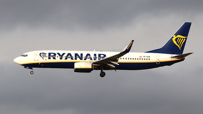 A picture of SPRSM - Boeing 7378AS - Ryanair - © Joe Curry