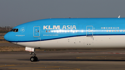 A picture of PHBVB - Boeing 777306(ER) - KLM - © Michael Tang