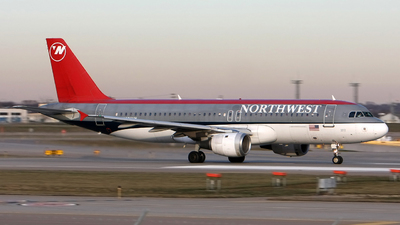 N372NW - Airbus A320-212 - Northwest Airlines