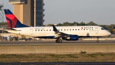 A picture of N257SY - Embraer E175LR - Delta Air Lines - © Stephen J Stein