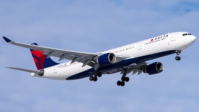 A picture of N812NW - Airbus A330323 - Delta Air Lines - © Steve Rinde