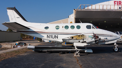 N1UN - Beechcraft 65-88 Queen Air - Private