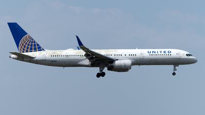 N48127 - Boeing 757-224 - United Airlines