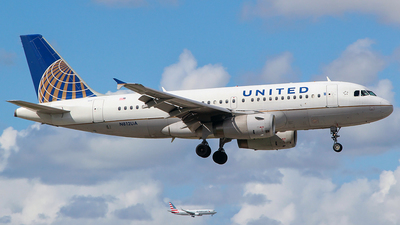 A picture of N812UA - Airbus A319131 - United Airlines - © Obed Diaz