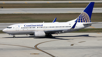 N13718 - Boeing 737-724 - Continental Airlines