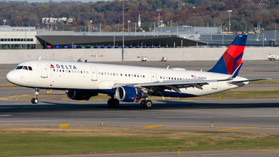 A picture of N315DN - Airbus A321211 - Delta Air Lines - © Steve Rinde