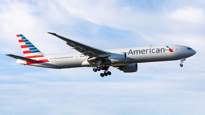 N731AN - Boeing 777-323ER - American Airlines