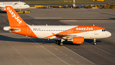 A picture of HBJYH - Airbus A319111 - easyJet - © Thomas Ranner