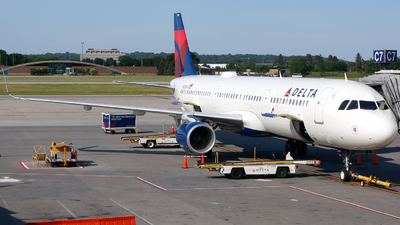A picture of N120DN - Airbus A321211 - Delta Air Lines - © Alec Mollenhauer