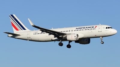 A picture of FHEPF - Airbus A320214 - Air France - © Remi Dallot