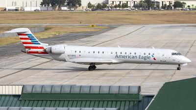 A picture of N719PS - Mitsubishi CRJ701ER - American Airlines - © JinZi