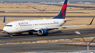 A picture of N3757D - Boeing 737832 - Delta Air Lines - © Juan Carlos Alvarez (MAS Aviation Press)