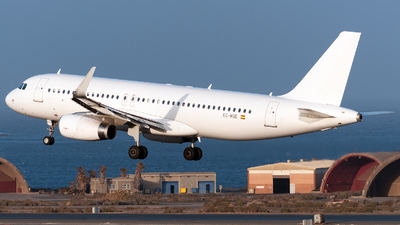 EC-MQE | Airbus A320-232 | Vueling Airlines | Enzo Gattullo ...
