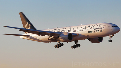 N78017 - Boeing 777-224(ER) - United Airlines