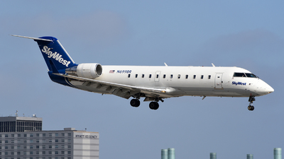 A picture of N699BR - Mitsubishi CRJ200LR - SkyWest Airlines - © Rocky Wang