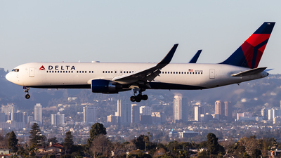 A picture of N176DN - Boeing 767332(ER) - Delta Air Lines - © Brandon Giacomin