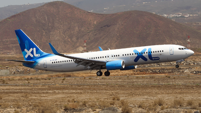 G-XLAR - Boeing 737-96NER - XL Airways