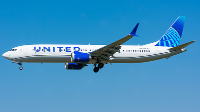 A picture of N37528 - Boeing 737 MAX 9 - United Airlines - © Jackson Smith