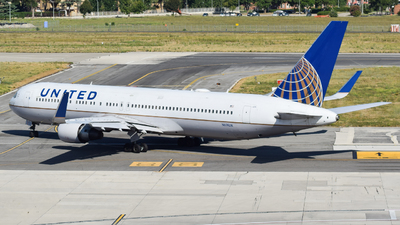 N674UA - Boeing 767-322(ER) - United Airlines