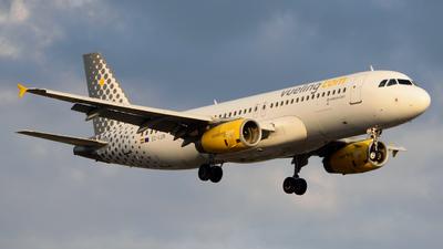 EC-LUN - Airbus A320-232 - Vueling