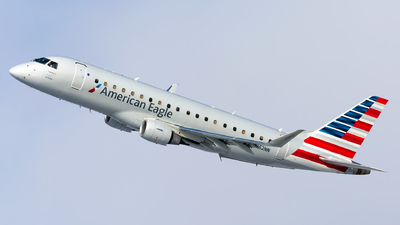A picture of N262NN - Embraer E175LR - American Airlines - © Kevin Cargo