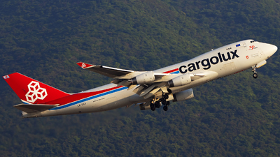 A picture of LXUCV - Boeing 7474R7(F) - Cargolux - © Clyde-