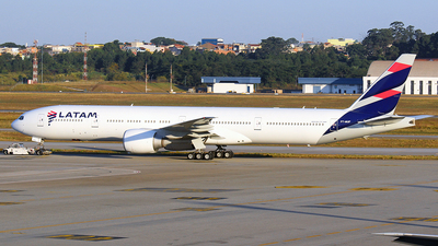 A picture of PTMUF - Boeing 77732W(ER) - LATAM Airlines - © RENAN FRANCISCO