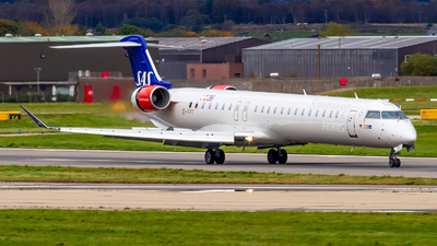 A picture of EIFPT - Mitsubishi CRJ900LR - SAS - © Ethan Hew - p_nilly
