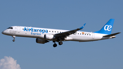 A picture of ECLFZ - Embraer E195LR - Air Europa - © PAUL LINK