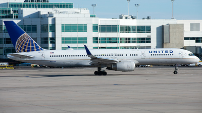 A picture of N17139 - Boeing 757224 - United Airlines - © Davis Luevano