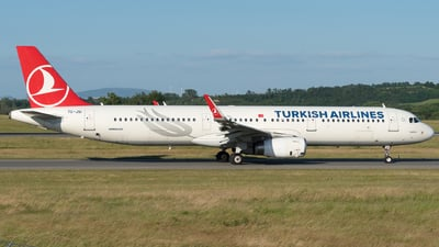 A picture of TCJSI - Airbus A321231 - Turkish Airlines - © Michael Musil