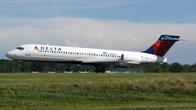 A picture of N892AT - Boeing 7172BD - Delta Air Lines - © DJ Reed - OPShots Photo Team