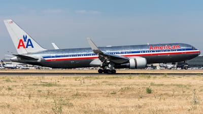 N39364 - Boeing 767-323(ER) - American Airlines