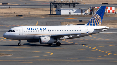 A picture of N810UA - Airbus A319131 - United Airlines - © OCFLT_OMGcat