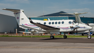 XA-CLB - Beechcraft B200 Super King Air - Private