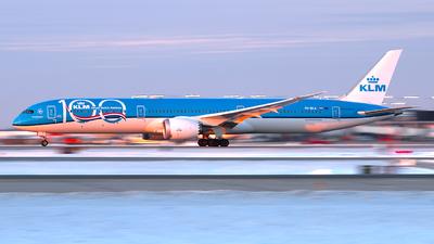 A picture of PHBKA - Boeing 78710 Dreamliner - KLM - © Davis Dore