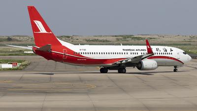 B-1720 - Boeing 737-86D - Shanghai Airlines