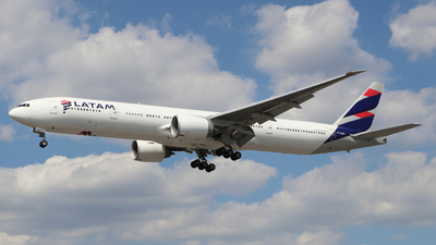 A picture of PTMUD - Boeing 77732W(ER) - LATAM Airlines - © Martin Stovey
