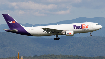 A picture of N674FE - Airbus A300F4605R - FedEx - © Yixin Chen