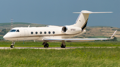 A picture of N718JS - Gulfstream G450 - [4164] - © B/art