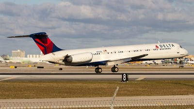 N912DL - McDonnell Douglas MD-88 - Delta Air Lines