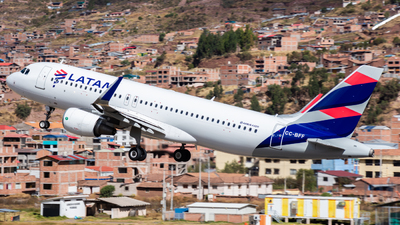A picture of CCBFF - Airbus A320214 - LATAM Airlines - © Aldo Martinelli