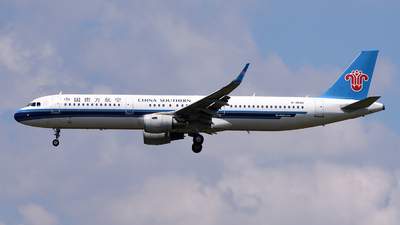 A picture of B8640 - Airbus A321211 - China Southern Airlines - © LaiLai