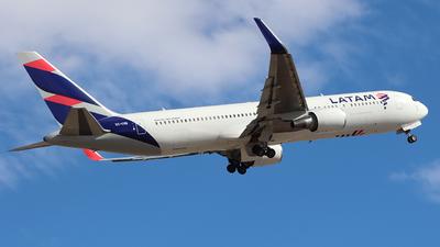 A picture of CCCXE - Boeing 767316(ER) - LATAM Airlines - © Claudio Pérez SpotterPrado